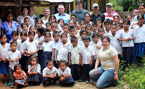 El Chaguiton school students posing for class photo